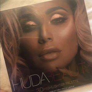 Huda Beauty 3D Highlighter in Pink Sands Palette